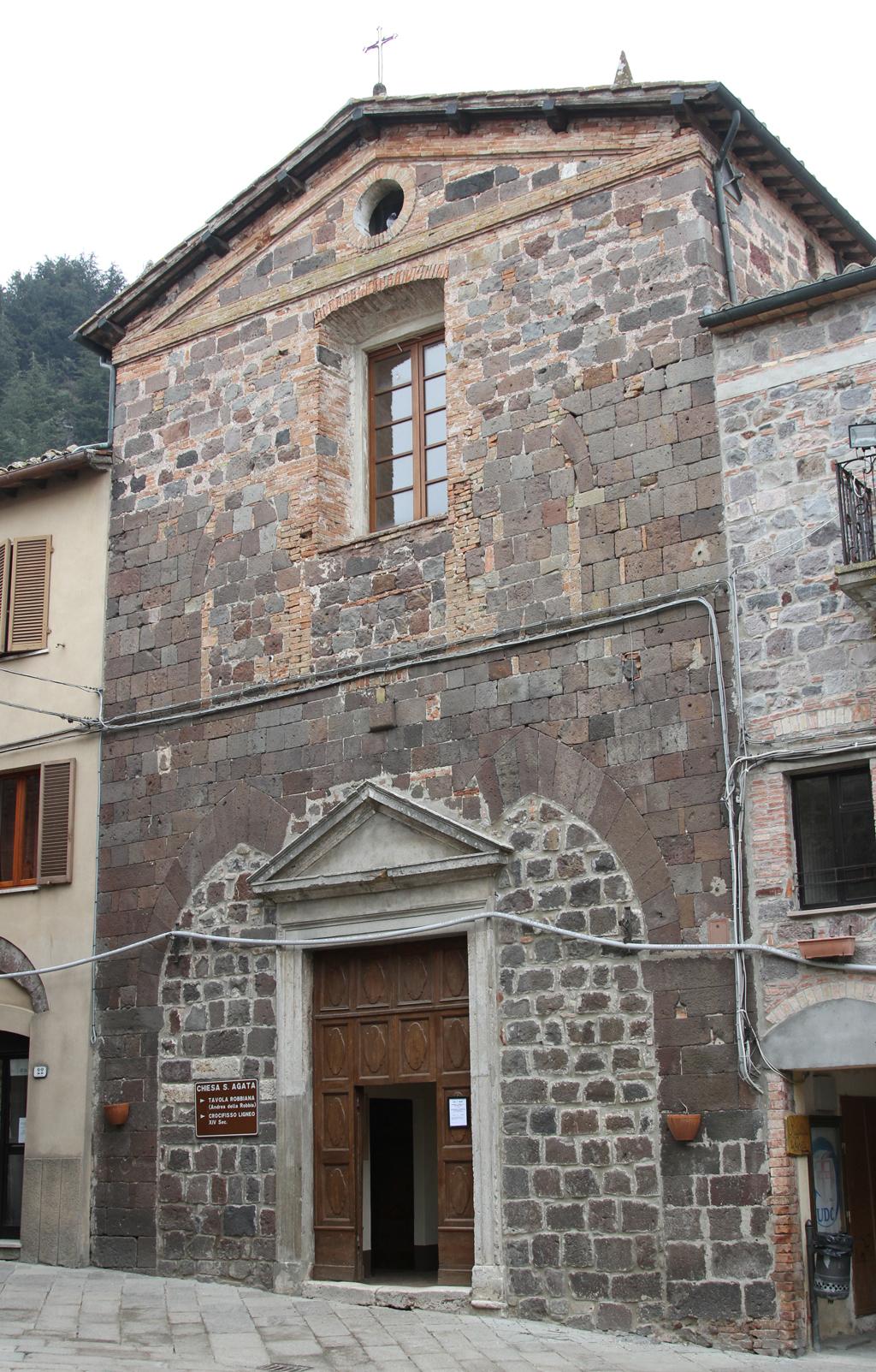Foto: Radicofani, la chiesa di S. Agata che ingloba un palazzo medievale